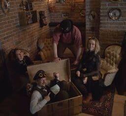 steampunk bar göteborg personal i en bar